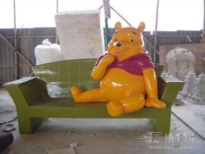纤维卡通维尼熊雕塑制作