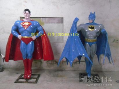 蝙蝠侠超人雕塑