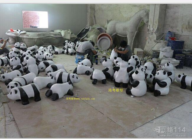 动物园摆设熊猫雕塑