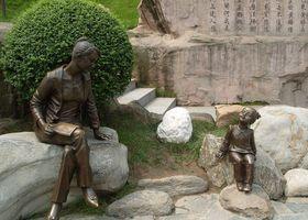 广州仿铜人像雕塑品查看原图(点击放大)