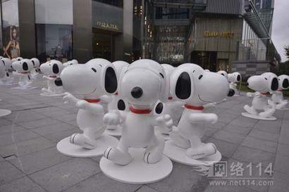深圳市史努比卡通玻璃钢雕塑