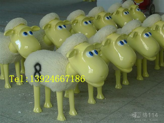 新款卡通羊雕塑图片