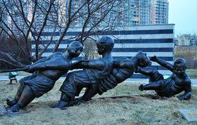 批发公园广场休闲人物雕塑【玻璃钢纤维造型雕塑】查看原图(点击放大)