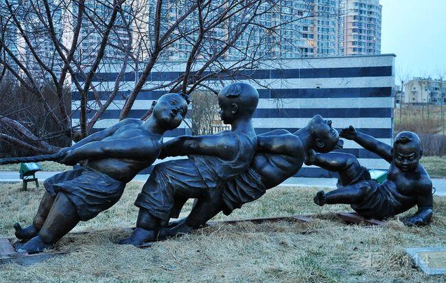 批发公园广场休闲人物雕塑【玻璃钢纤维造型雕塑】