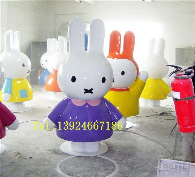 米菲兔雕塑