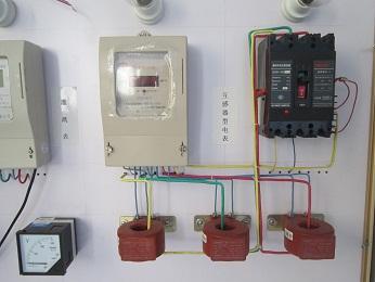 感器的普通三相电表接线图图片