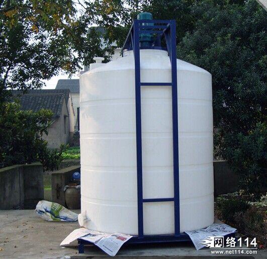 聚乙烯储罐,合成储罐怎么安装搅拌机和龙门架