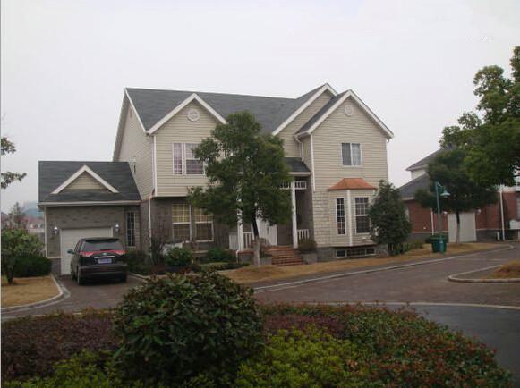 屋檐安装落水系统,有效防止雨水任意滴落图片