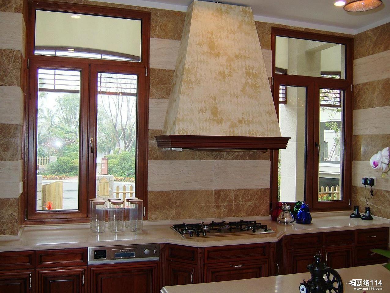 铝木复合门窗是木料的****功用与铝材长处的完善分离