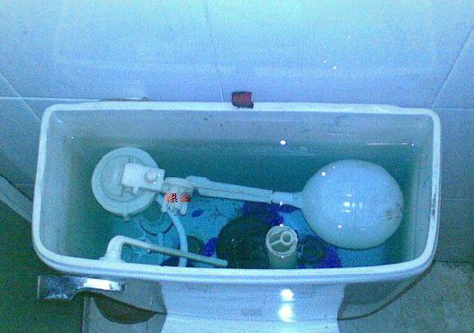 上海长宁区马桶漏水 马桶进水阀安装 马桶拍盖更换图片
