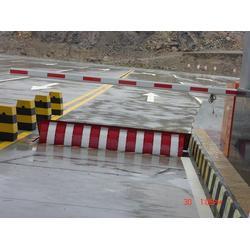 防撞路障机厂家生产路障机液压路障机自动路障机