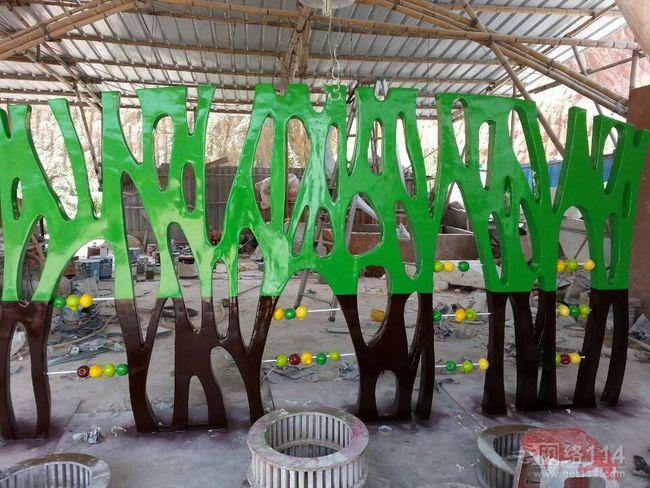 专业玻璃钢幼儿园雕塑