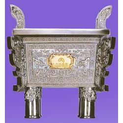 铸造青铜宝鼎