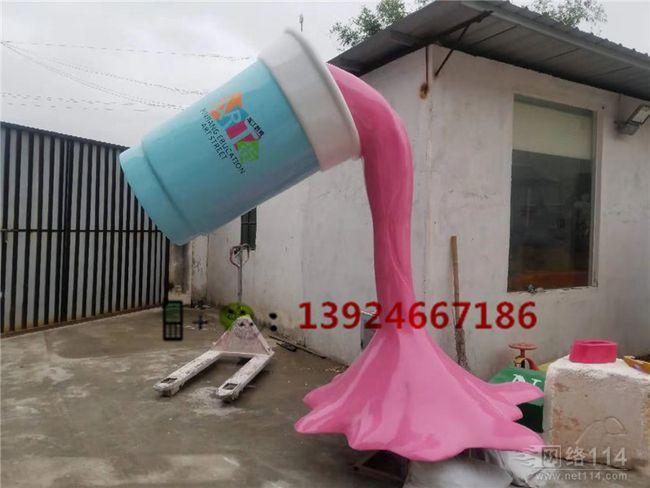 湖南长沙商业街小品雕塑玻璃钢杯雕塑