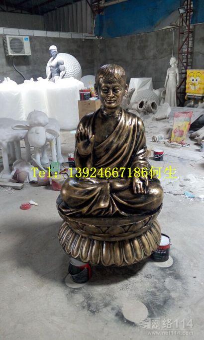 寺庙僧人莲花蓬打坐雕塑