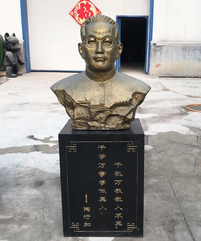 西南区人物名人铸铜半身人像雕塑因专注所以专业___丰甲雕塑