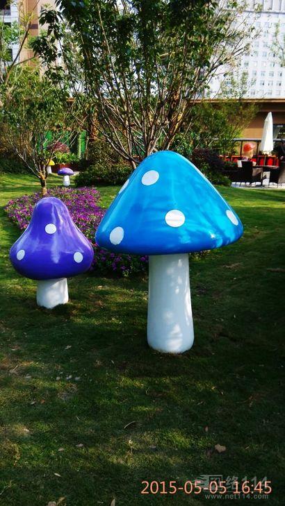 海南楼盘防真玻璃钢蘑菇雕塑