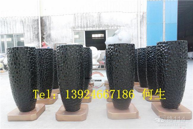 深圳大型雕塑花盆