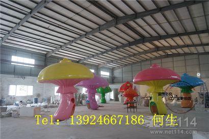 港粤游乐园蘑菇伞纤维雕塑